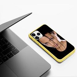 Чехол iPhone 11 Pro матовый Tomb Rider цвета 3D-желтый — фото 2