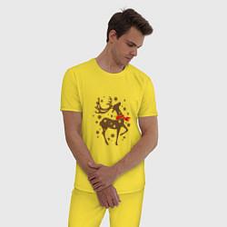 Пижама хлопковая мужская Олень с шарфом цвета желтый — фото 2