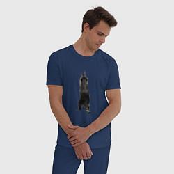 Пижама хлопковая мужская Прикольный енот тянется вверх цвета тёмно-синий — фото 2