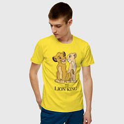 Мужская хлопковая футболка с принтом Simba & Nala, цвет: желтый, артикул: 10266124300001 — фото 2