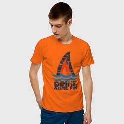 Футболка хлопковая мужская Gimme Some Fin цвета оранжевый — фото 2