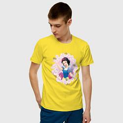 Футболка хлопковая мужская Белоснежка цвета желтый — фото 2