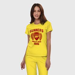Пижама хлопковая женская Arsenal: Kings of London цвета желтый — фото 2