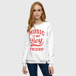 Свитшот хлопковый женский Music is my boyfriend цвета белый — фото 2