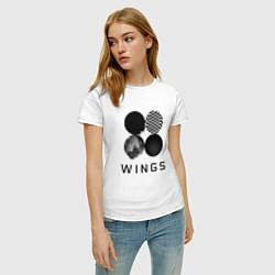 Футболка хлопковая женская BTS Wings цвета белый — фото 2