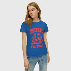 Футболка хлопковая женская Music is my boyfriend цвета синий — фото 2