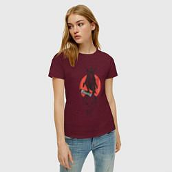 Футболка хлопковая женская Каратель цвета меланж-бордовый — фото 2